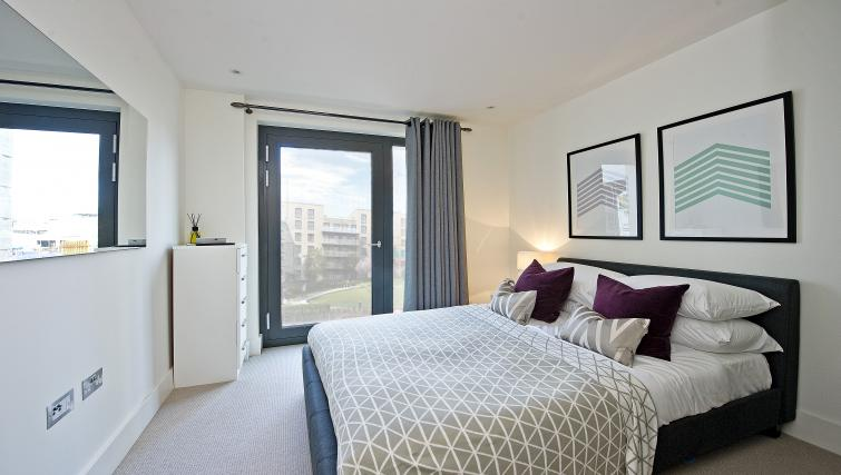 Double bed at Wembley Apartments - Citybase Apartments