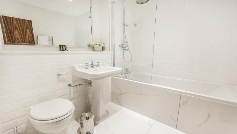 Pristine bathroom at City Stay Apartments Centro - Citybase Apartments