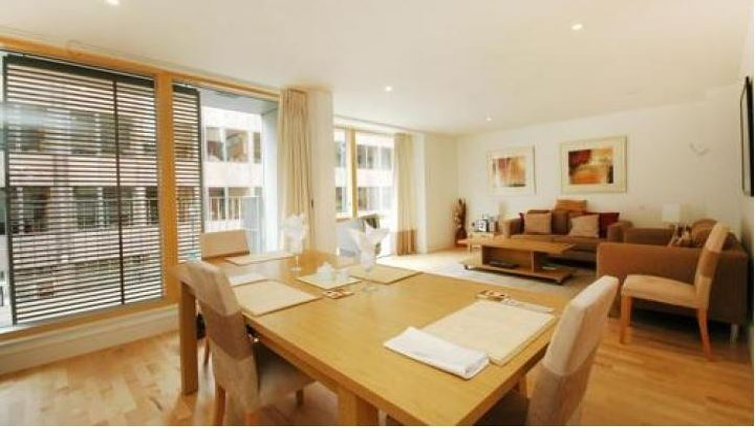 Cosy living area in Oakwood New Palace Place - Citybase Apartments