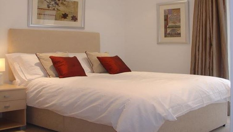 Stylish bedroom in Oakwood New Palace Place - Citybase Apartments