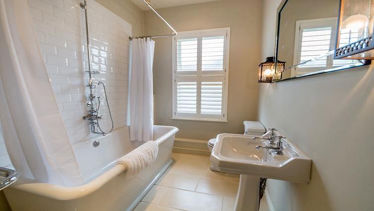 Bathroom at St Olaves House - Citybase Apartments