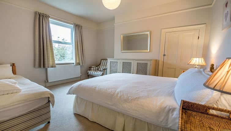 Twin bedroom at St Olaves House - Citybase Apartments