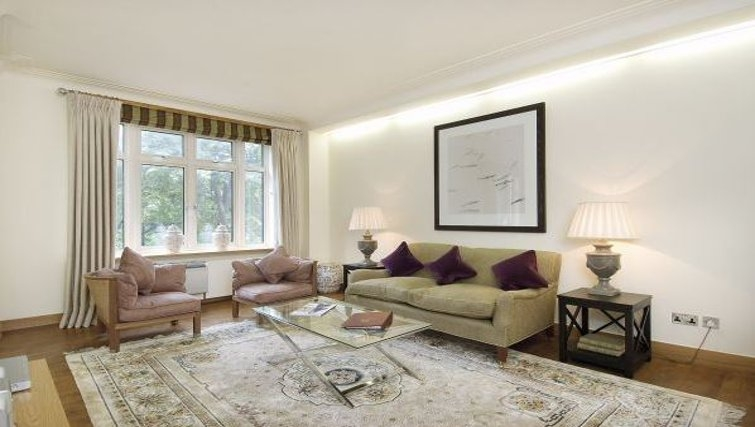 Cosy living area in Hyde Park Residence - Citybase Apartments