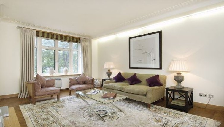 Open plan living area in Hyde Park Residence - Citybase Apartments