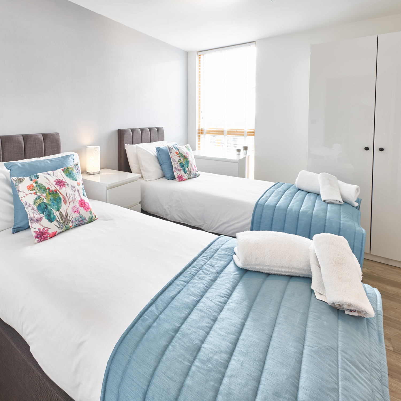 Twin beds at Vizion Milton Keynes Apartments, Centre, Milton Keynes - Citybase Apartments