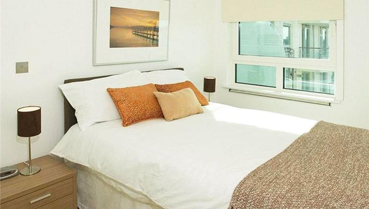 Bright bedroom at Oakwood St George Wharf - Citybase Apartments