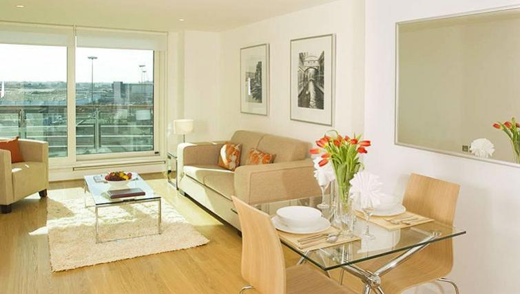 Bright living area at Oakwood St George Wharf - Citybase Apartments