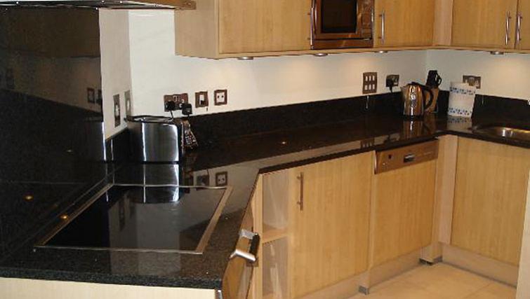Modern kitchen at Oakwood St George Wharf - Citybase Apartments