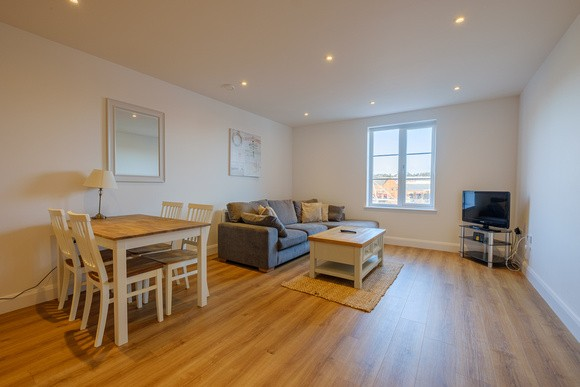 Spacious living area at Kings Apartment - Citybase Apartments
