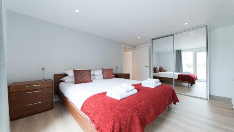 Bed at Nelson Court Apartments - Citybase Apartments