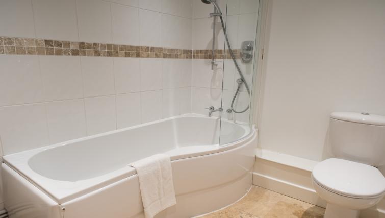 Bath at Nelson Court Apartments - Citybase Apartments