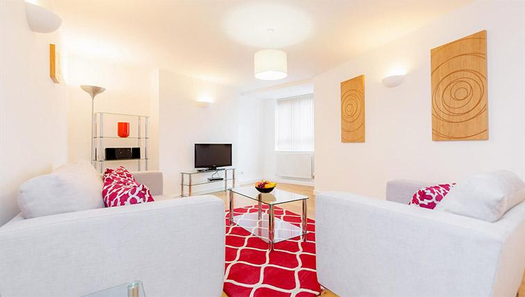 Living room at Kew Bridge Court Furnished Apartments - Citybase Apartments