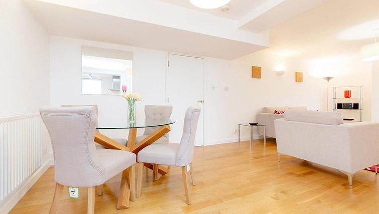 Dining table at Kew Bridge Court Furnished Apartments - Citybase Apartments