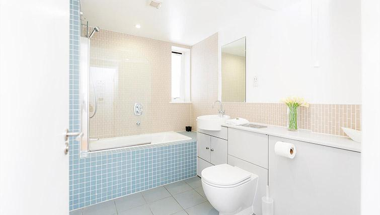 Bathroom at Kew Bridge Court Furnished Apartments - Citybase Apartments