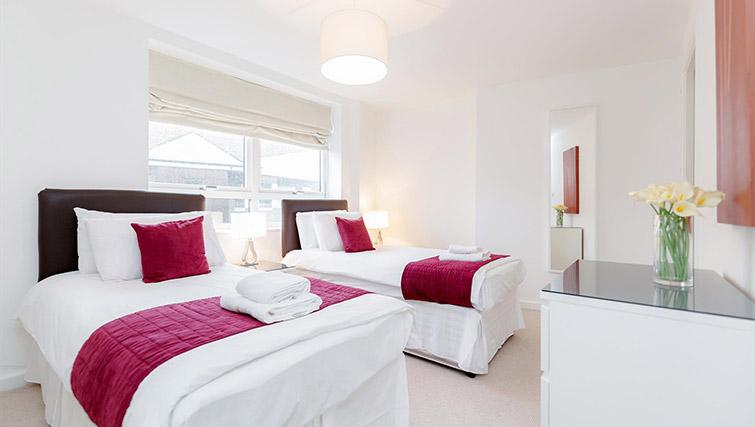 Bedroom at Kew Bridge Court Furnished Apartments - Citybase Apartments