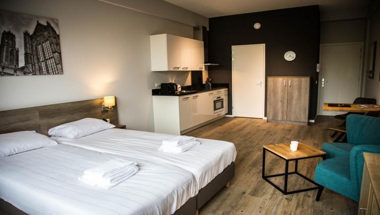 Living area at Huizingalaan Apartment - Citybase Apartments