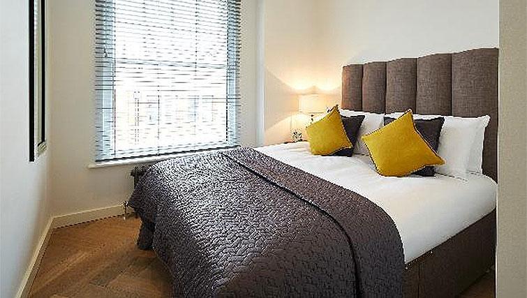 Bright bedroom at Oakwood Fitzrovia - Citybase Apartments