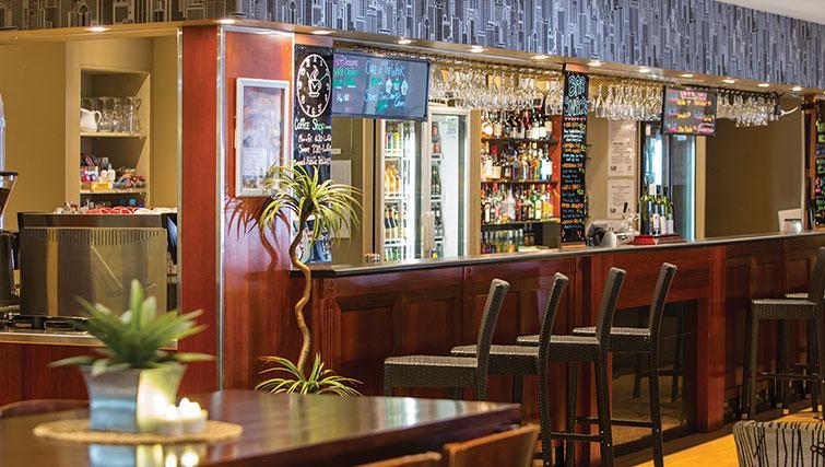 Bar at Adina Apartment Hotel Brisbane Anzac Square - Citybase Apartments