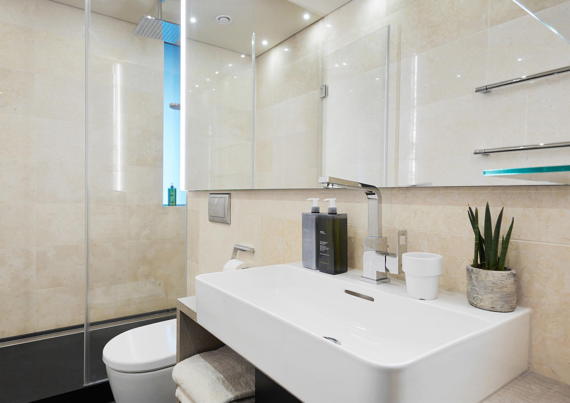 Bathroom at Living Hotel Frankfurt, Sachsenhausen, Frankfurt - Citybase Apartments