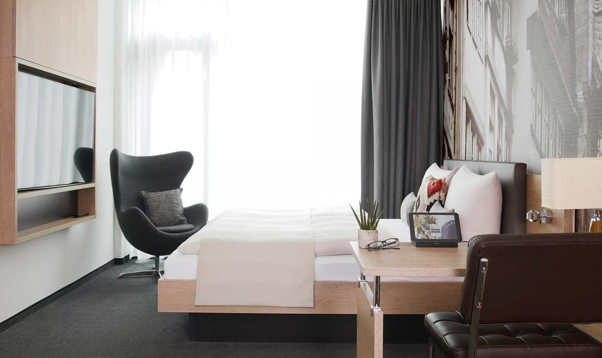 Bed at Living Hotel Frankfurt, Sachsenhausen, Frankfurt - Citybase Apartments