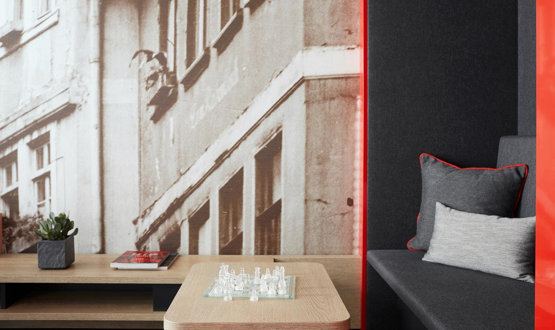 Wallpaper at Living Hotel Frankfurt, Sachsenhausen, Frankfurt - Citybase Apartments