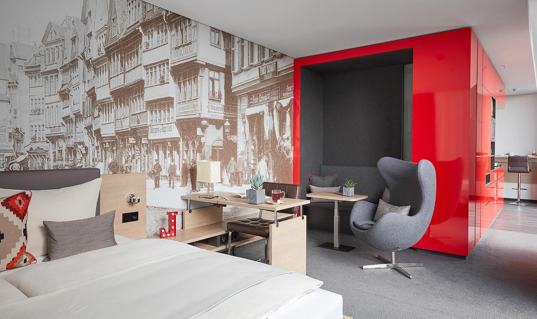 Work desk at Living Hotel Frankfurt, Sachsenhausen, Frankfurt - Citybase Apartments