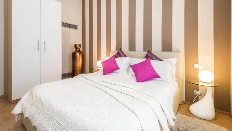 Bed at Relais Di Giada Apartment - Citybase Apartments