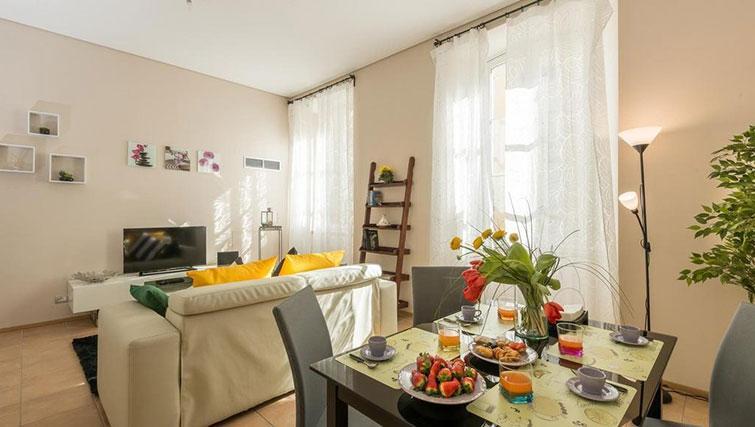 Dining area at Relais Di Giada Apartment - Citybase Apartments