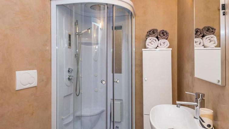 Bathroom at Relais Di Giada Apartment - Citybase Apartments