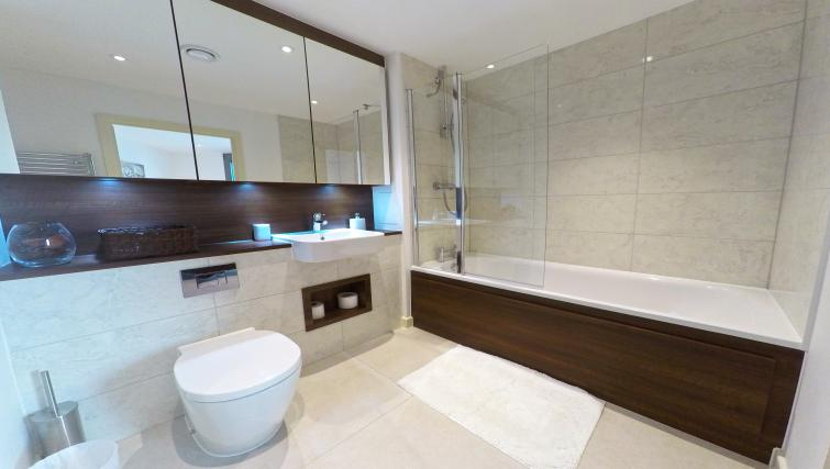 Bathroom at West Side Apartments - Citybase Apartments
