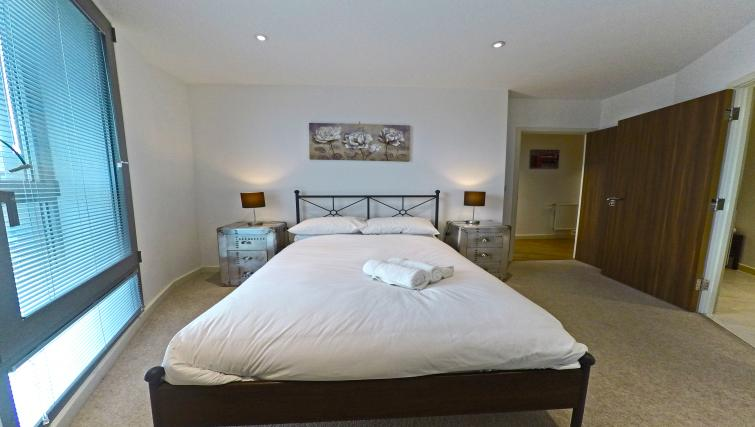Cosy bedroom at West Side Apartments - Citybase Apartments