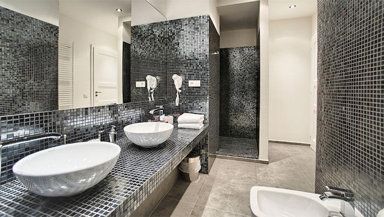 Full bathroom at Art Residence Krocinova - Citybase Apartments