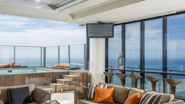 Stunning penthouse apartment at Mantra Circle on Cavil - Citybase Apartments