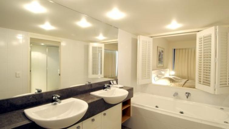 Pristine bathroom at Mantra Broadbeach on the Park - Citybase Apartments