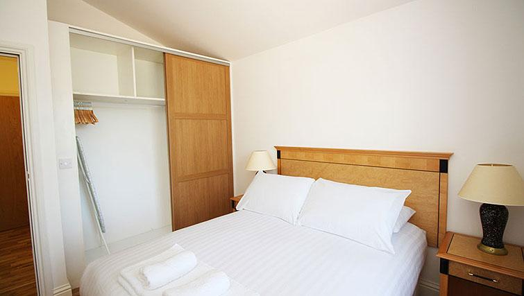 Double bedroom at Wellesley Apartments - Citybase Apartments