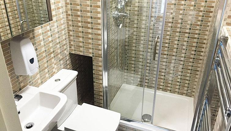 Shower room at Wellesley Apartments - Citybase Apartments