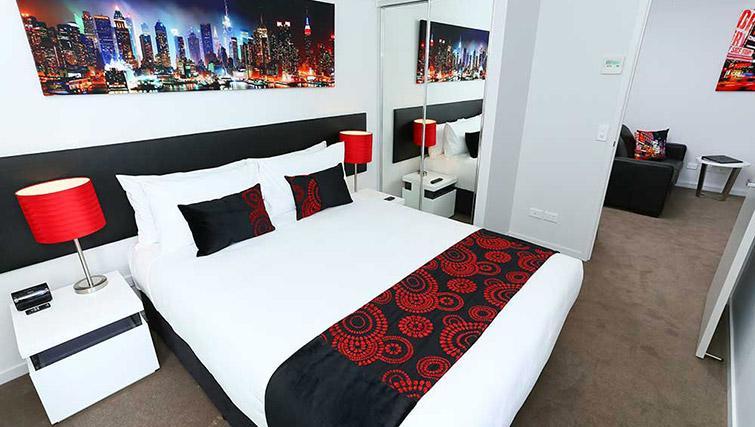 Spacious bed at Mantra Midtown Brisbane Apartments - Citybase Apartments