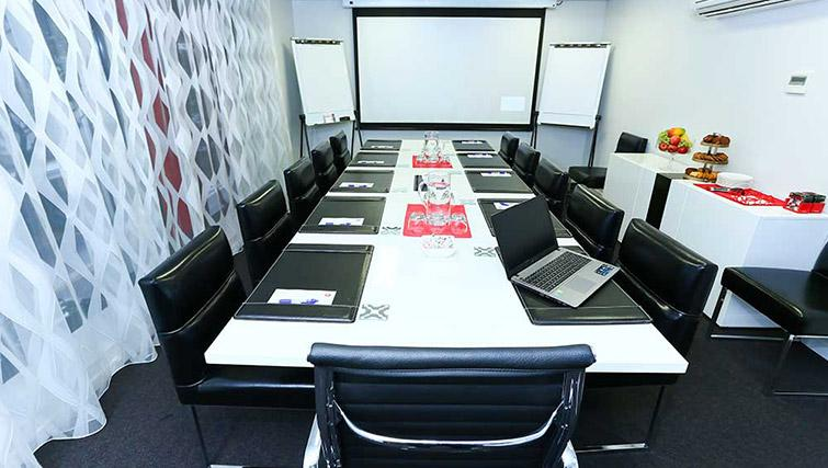 Conference room at Mantra Midtown Brisbane Apartments - Citybase Apartments