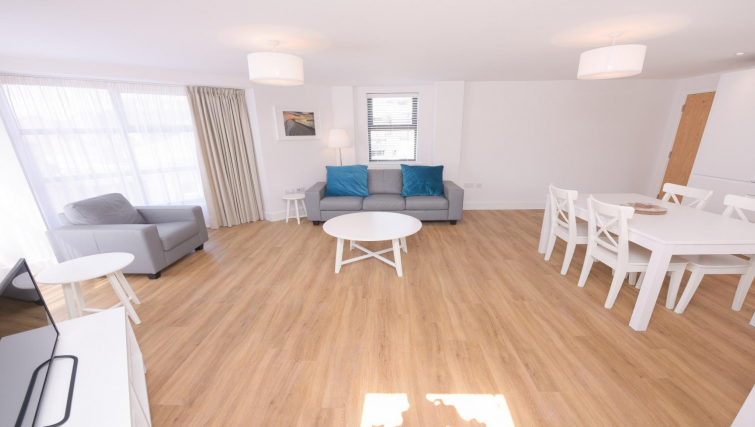 Living area at Oxford Heights Apartments - Citybase Apartments