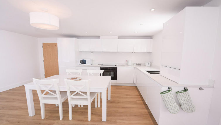 Kitchen at Oxford Heights Apartments - Citybase Apartments