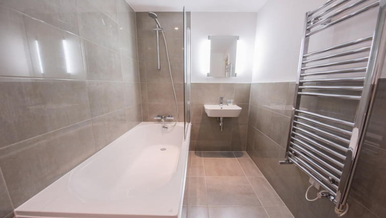 Bathroom at Oxford Heights Apartments - Citybase Apartments