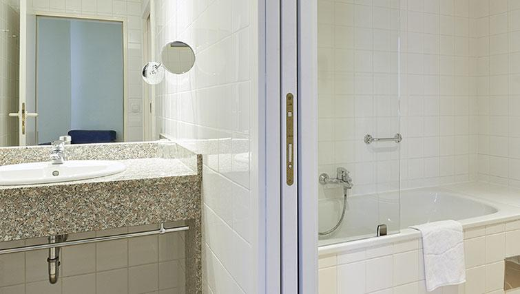 Bathroom at Starlight Suiten Hotel and Apartments - Citybase Apartments