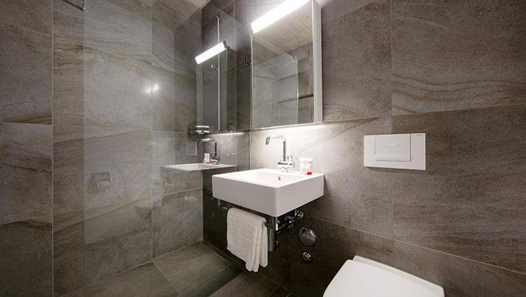 Bathroom at Kanzleistrasse Apartments - Citybase Apartments