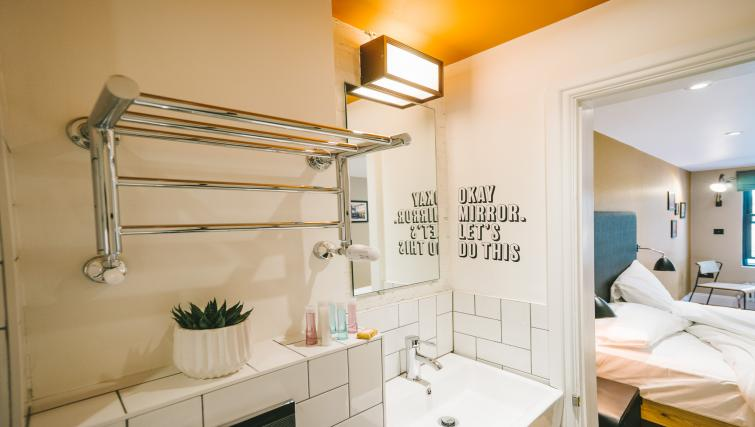 Bathroom at room2 Hammersmith Apartments - Citybase Apartments