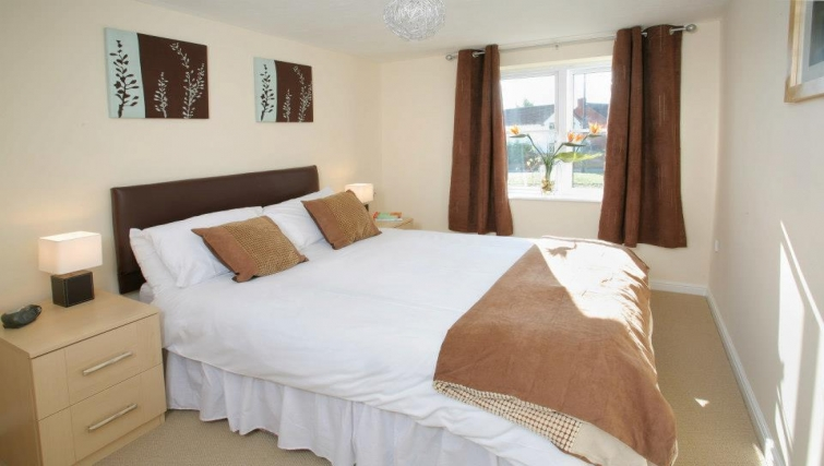 Bright bedroom in Orchard Gate Apartments - Citybase Apartments