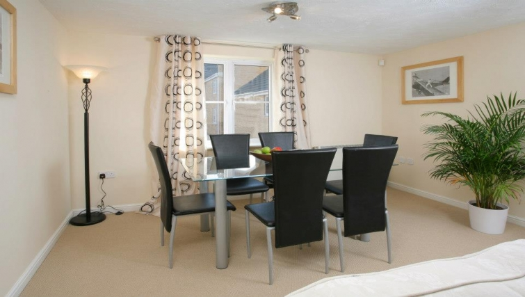 Charismatic dining area in Orchard Gate Apartments - Citybase Apartments