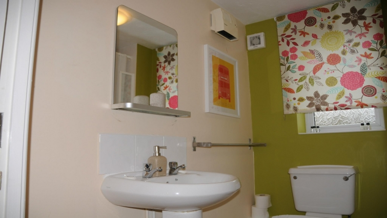 Memorable bathroom in Orchard Gate Apartments - Citybase Apartments