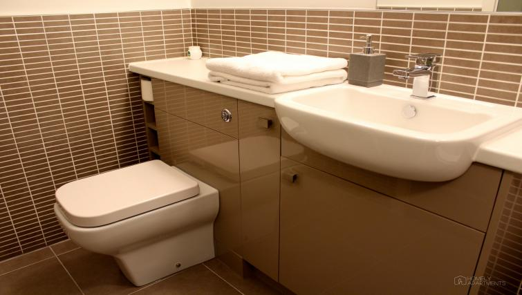 Bathroom at Figtree Apartments - Citybase Apartments