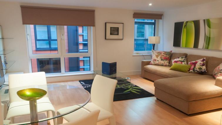 Living area at Clarendon Sir John Lyon House - Citybase Apartments