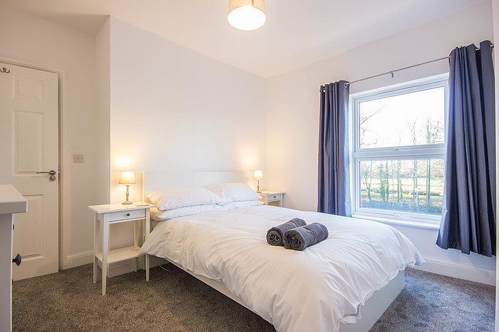 Spacious bedroom at Riverside House Norwich - Citybase Apartments